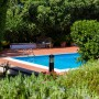 La piscina vista dal giardino